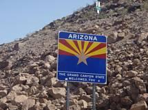 Arizonas Delstats skylt påväg mot Grand Canyon från Las Vegas