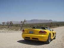 Åker på grusvägen sista biten mot västra Grand Canyon i hyrbilen, Viper från Las Vegas