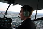 Reseguidens pilot Eimil Gunnarssson flyger här i Las Vegas