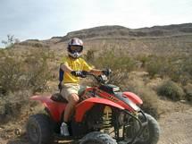 ATV fyrhjuling i öknen Las Vegas