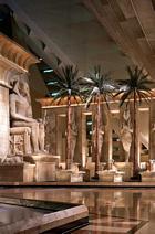 Inne i Luxors pyramid i Las Vegas