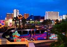 Monorail och flera casino på strippen i Las Vegas